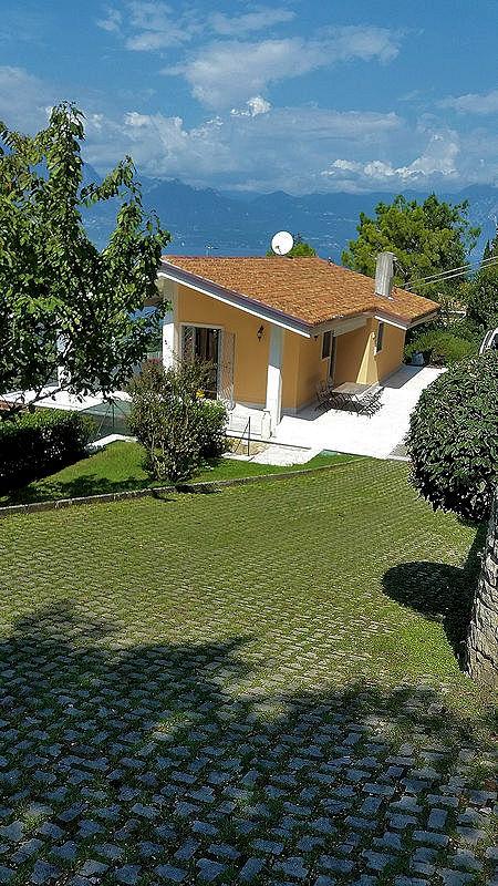 ferienhaus torri del benaco mit terrasse oder balkon f r bis zu 7 personen mieten. Black Bedroom Furniture Sets. Home Design Ideas